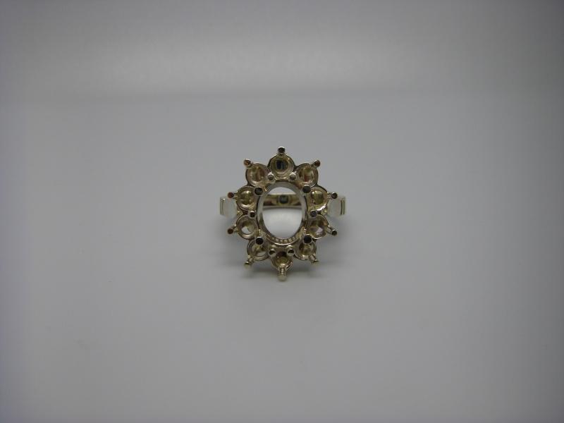 Bague entourage panier fil. Or Blanc 750/1000. Emeraude et diamant taille brillant. Bague_20