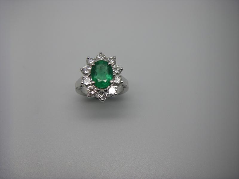 Bague entourage panier fil. Or Blanc 750/1000. Emeraude et diamant taille brillant. Bague_22