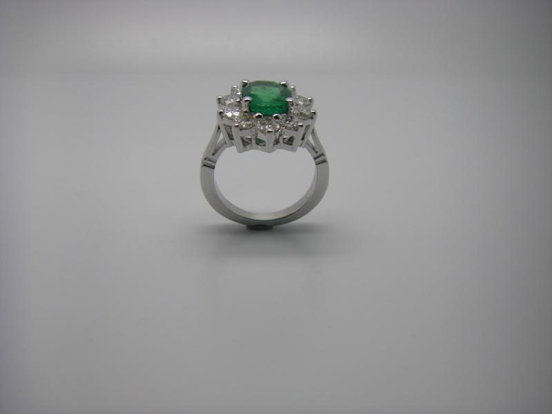 Bague entourage panier fil. Or Blanc 750/1000. Emeraude et diamant taille brillant. Bague_23