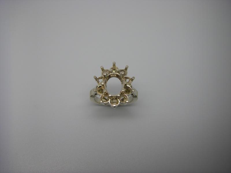 Bague entourage panier fil. Or Blanc 750/1000. Emeraude et diamant taille brillant. Bague_24