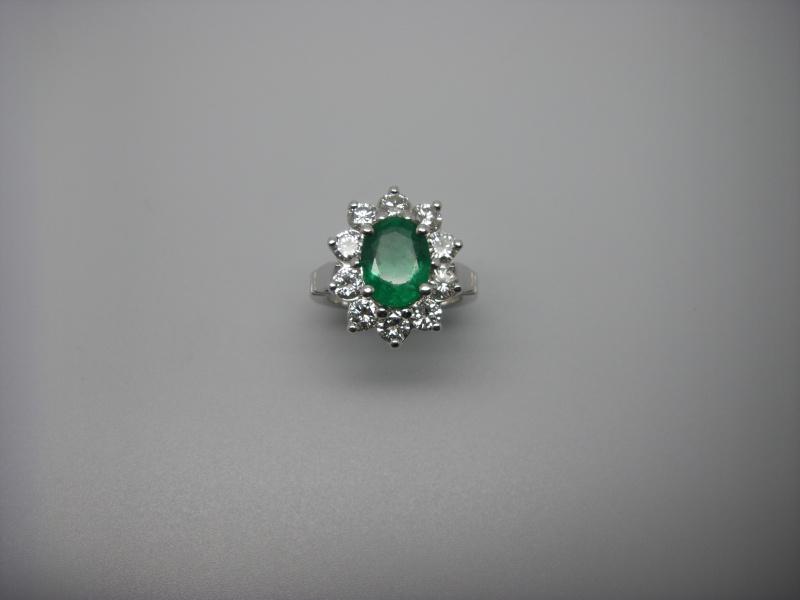 Bague entourage panier fil. Or Blanc 750/1000. Emeraude et diamant taille brillant. Bague_28