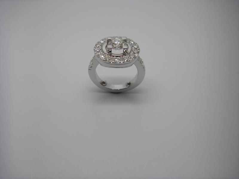 Bague entourage griffes taillées dans la masse. Or Blanc 750/1000 et diamants taille brillant. Bague_29
