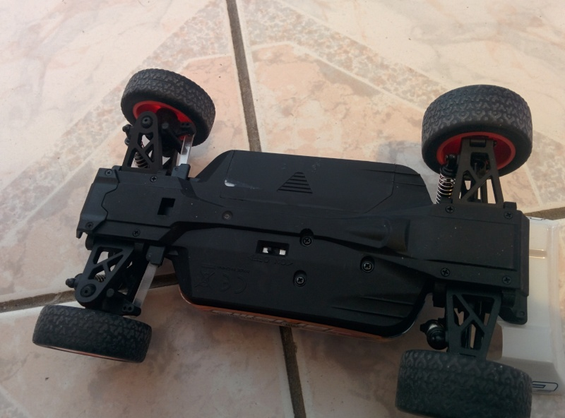 Buggy 1/24eme : Carisma GT24B  Img_2012