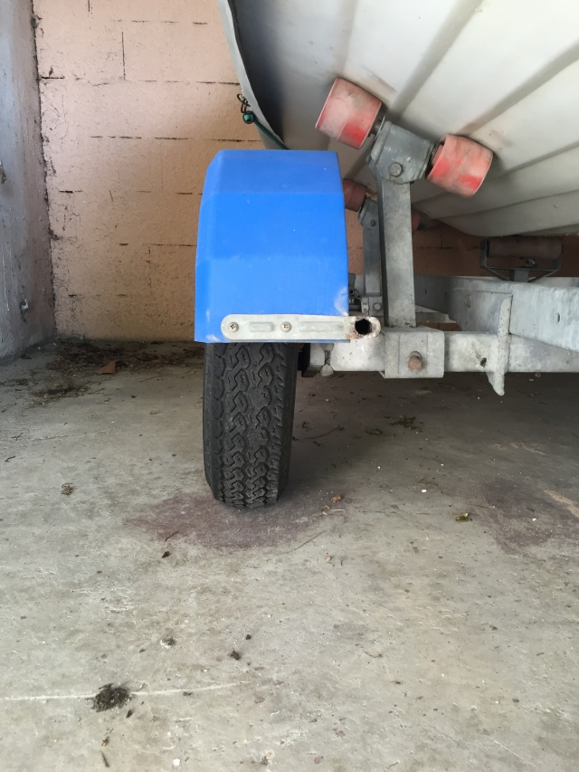 Problème roue remorque Img_8313