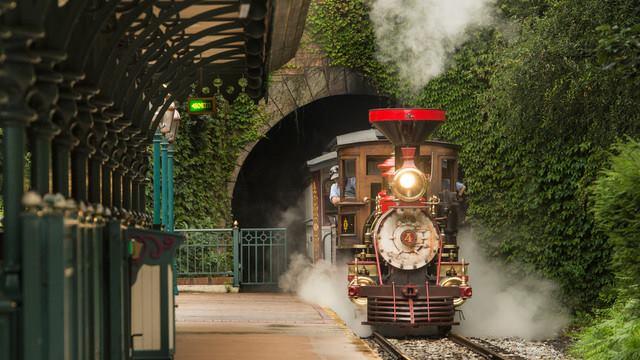 Wonderful Disneyland - Page 3 12294710