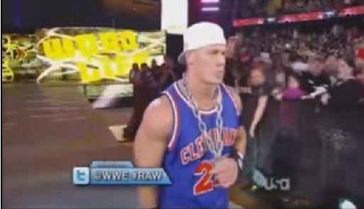 #RAW82 : Hulkster Guest Host tonight 310