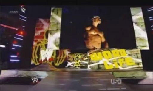 #RAW82 : Hulkster Guest Host tonight Sans_t10