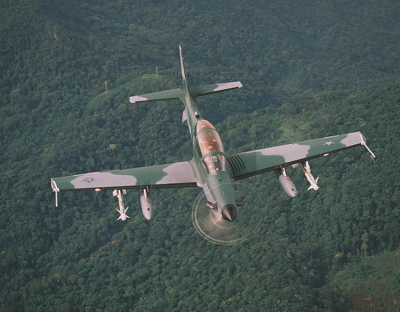 Programme US pour compléter les A-10: Light attack airplane 38641710
