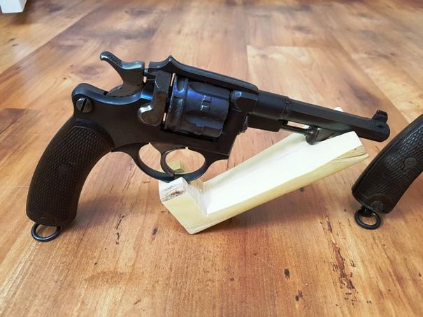 Présentation de vos armes de poing - supports - vitrines 20190511
