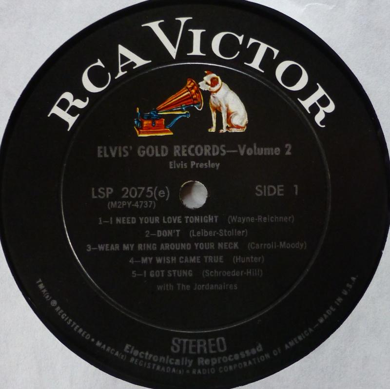 ELVIS' GOLD RECORDS VOL 2 P1070022