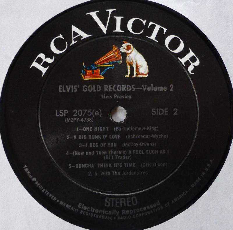 ELVIS' GOLD RECORDS VOL 2 P1070023
