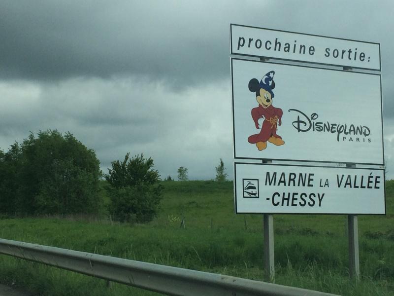 Les panneaux routiers et autoroutiers de Disneyland Paris (nouveaux panneaux page 3) - Page 3 Img_2112