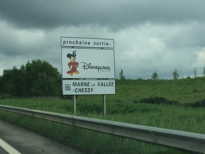 Les panneaux routiers et autoroutiers de Disneyland Paris (nouveaux panneaux page 3) - Page 3 Img_2113