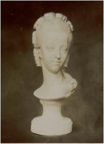 """Exposition """"Marie-Antoinette"""" de 1955 - Page 2 Sculpt21"""