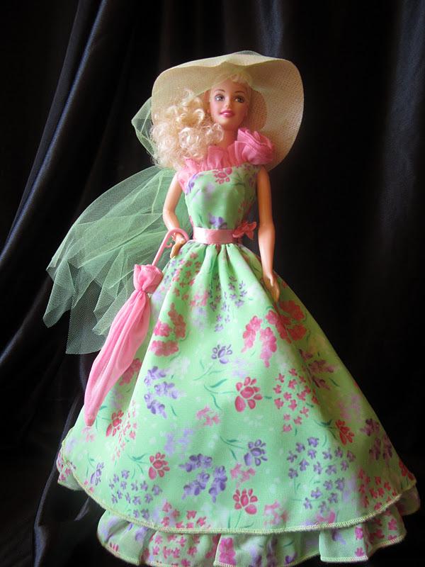 Qui peut me dire quelle Barbie porte cette tenue ? Scb1111
