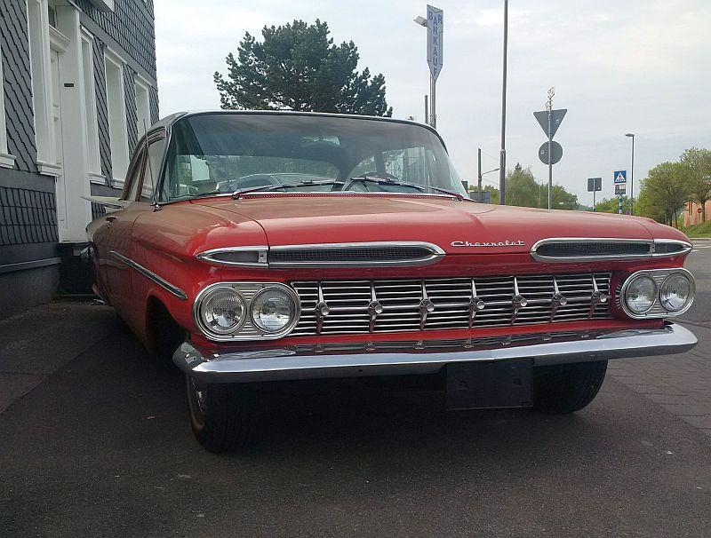 """Chevrolet Impala Biscayne Coupe 1959 - auf dem Parkplatz """"schnappgeschossen""""  219"""
