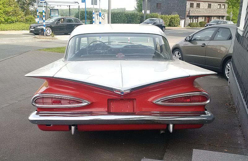 """Chevrolet Impala Biscayne Coupe 1959 - auf dem Parkplatz """"schnappgeschossen""""  515"""