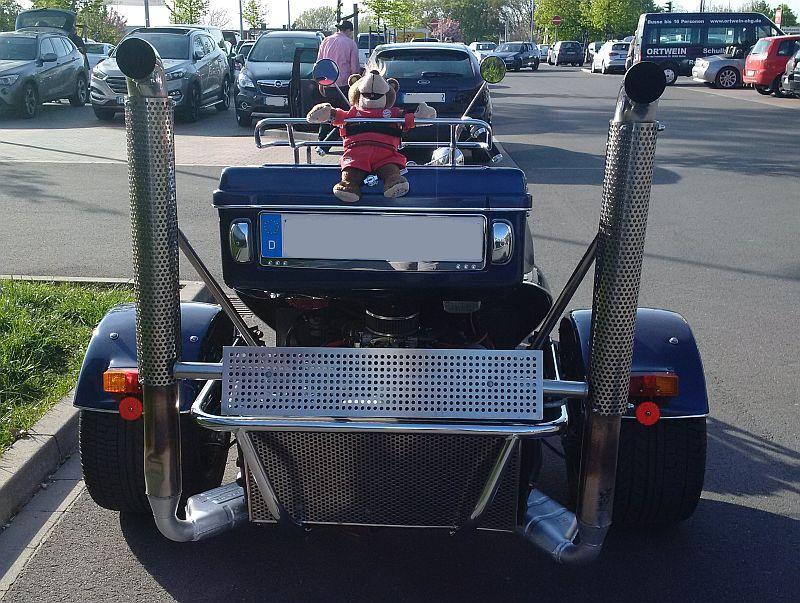 "Trike - auf dem Parkplatz ""schnappgeschossen""  5p10"