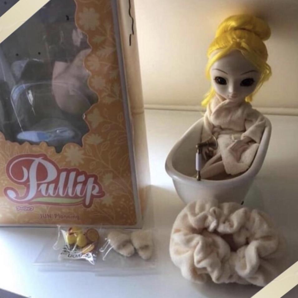 vend Plusieurs dolls (baisse de prix urgente)  15cc8910