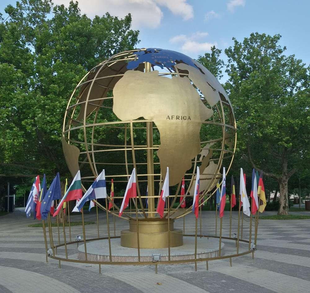 Globes terrestres visibles depuis les cieux 10923611