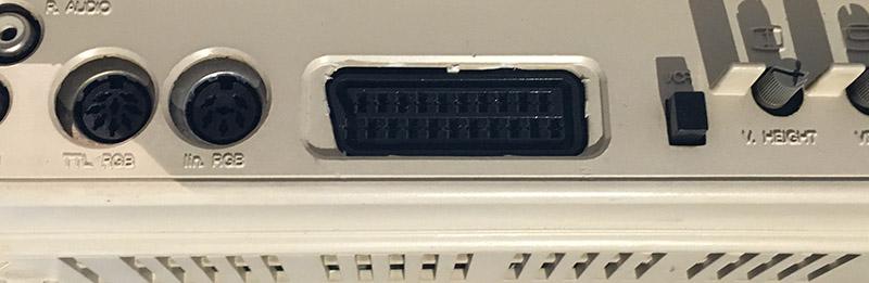 Commodore moniteur 1084 - installation péritel (résolu) Preiri10