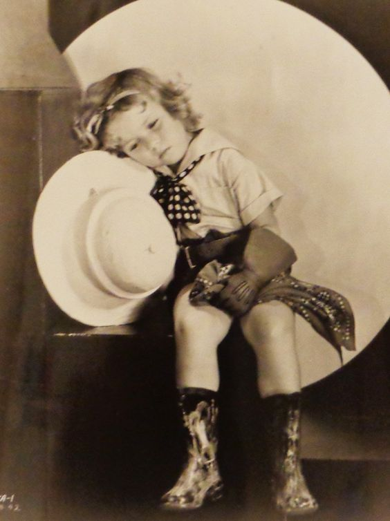 Shirley TEMPLE - Page 2 Shirle43