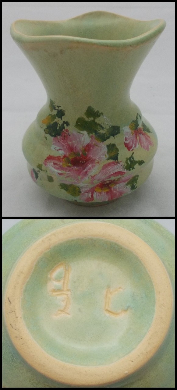 What about the glazed Crown Lynn vases that were decorated with flowers?  These are Harwyn 9io2_c10