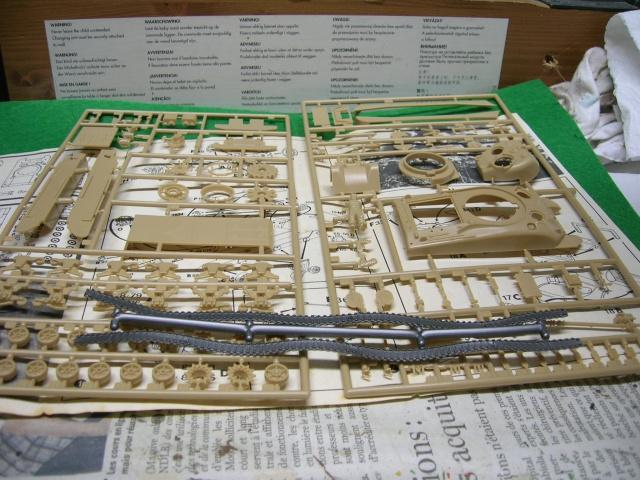 Sherman M4-A1 --ESCI 1/72 plus Jeep 1/4 ton Italeri 1/72 ----FINI------ Dscn4026