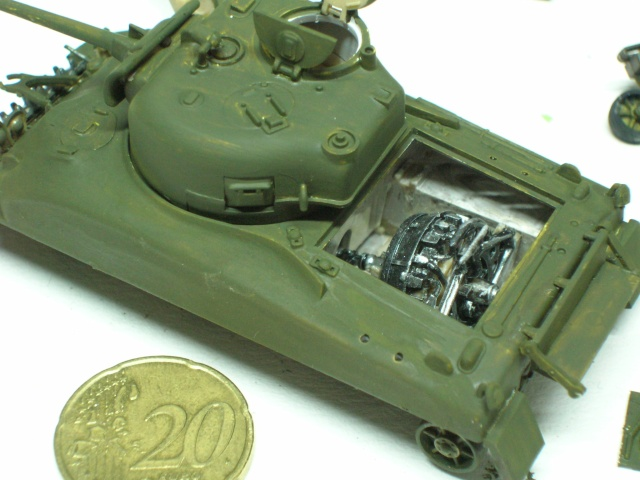 Sherman M4-A1 --ESCI 1/72 plus Jeep 1/4 ton Italeri 1/72 ----FINI------ Dscn4027