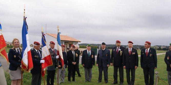 Cérémonie en hommage aux précurseurs du parachutisme militaire 13099210