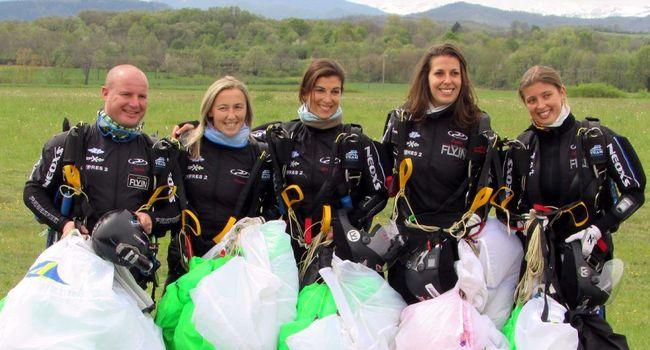 l'équipe de France de parachutisme s'entraîne à Pamiers (09) Equipe10