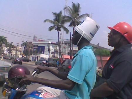 La DGCCRF se penche sur la conformité des casques moto en France Casque10