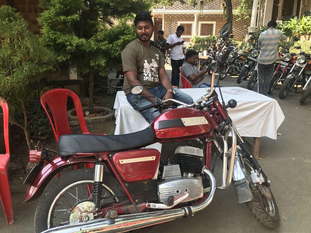 Yezdi - marque indienne Img_3710