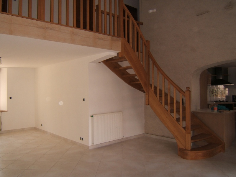 Escalier provisoire devenu définitif en pin sylvestre, à double balancements - Page 2 Dscf0310