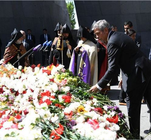 George Clooney and Aznavour together to commemorate the 101 years of the Armenian Genocide Cc410