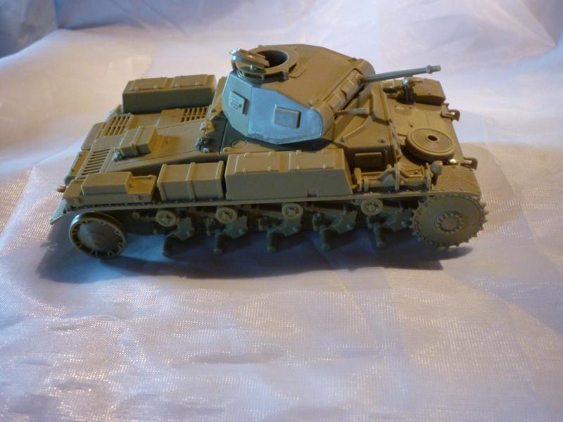 Juin 1940: Panzer II tamiya + moto Zvezda 1/35 + 3 personnages P1050715