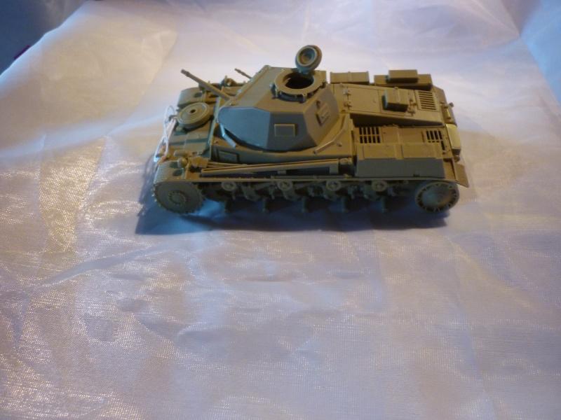 Juin 1940: Panzer II tamiya + moto Zvezda 1/35 + 3 personnages P1050717
