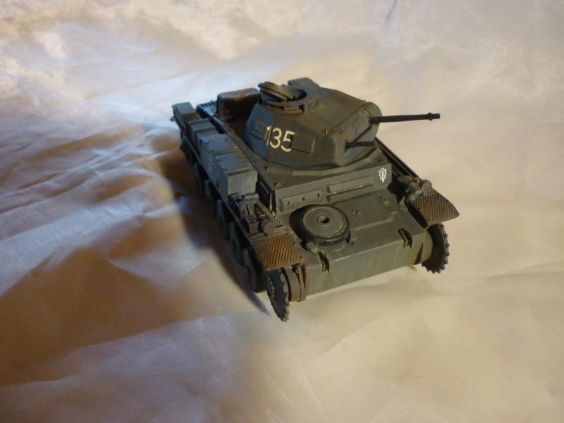 Juin 1940: Panzer II tamiya + moto Zvezda 1/35 + 3 personnages - Page 3 P1060413