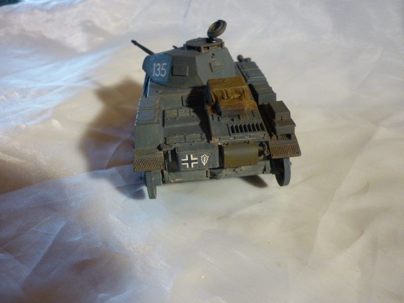Juin 1940: Panzer II tamiya + moto Zvezda 1/35 + 3 personnages - Page 3 P1060414