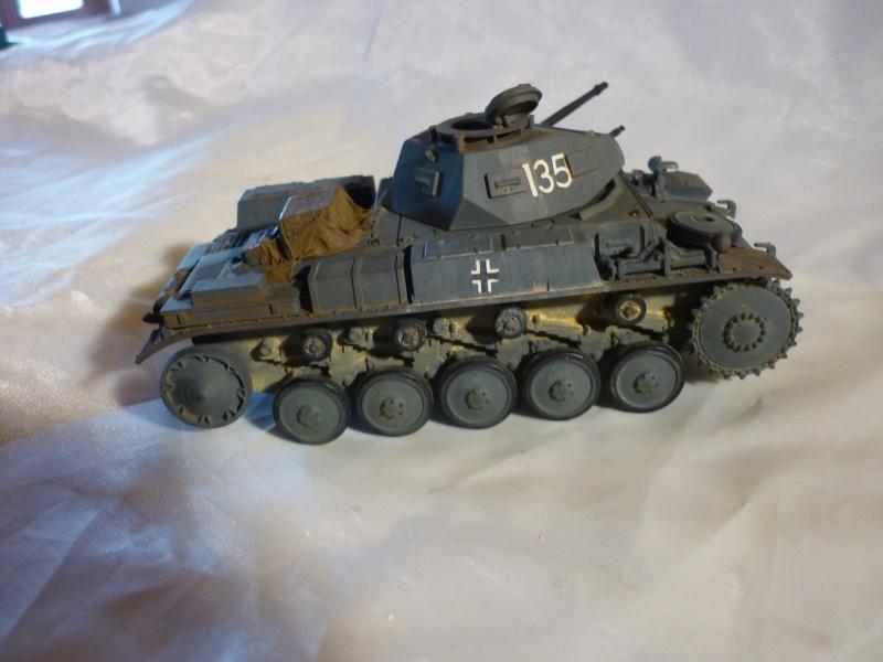 Juin 1940: Panzer II tamiya + moto Zvezda 1/35 + 3 personnages - Page 3 P1060415