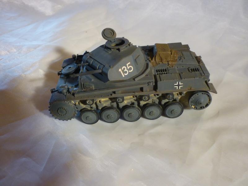 Juin 1940: Panzer II tamiya + moto Zvezda 1/35 + 3 personnages - Page 3 P1060416