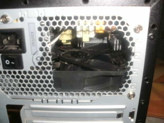 Refilling oil into a PSU-fan. Bild0711