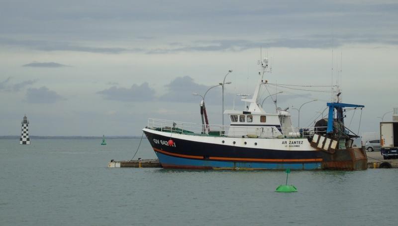 [VIE DES PORTS] Quelques bateaux de pêche (sur nos côtes Françaises) - Page 22 Loc210