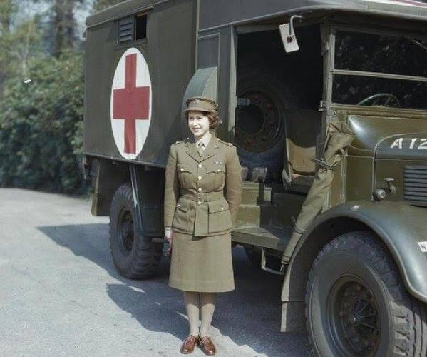Королеве Елизавете II - 90 Eaei10