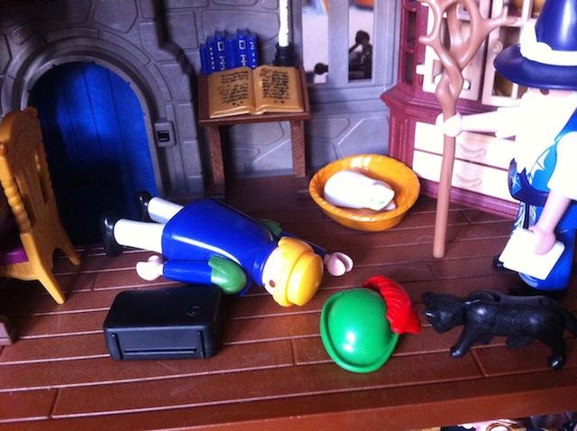 Histoire et boule de gomme... Une affaire de Playmobil.  A_terr10