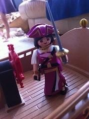 Histoire et boule de gomme... Une affaire de Playmobil.  Violet11