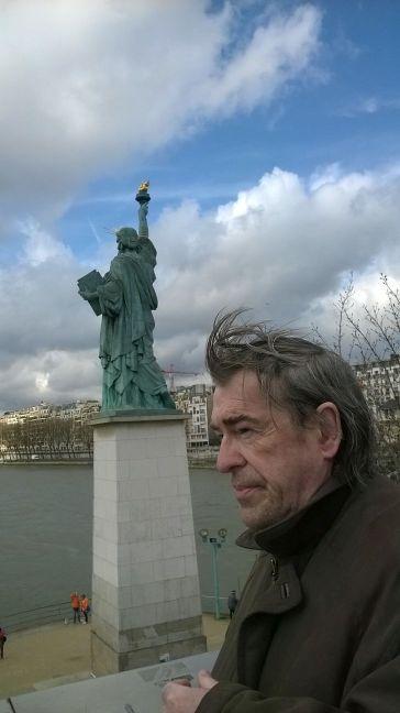 Bon voyage, Miss Sourire !! Statue12