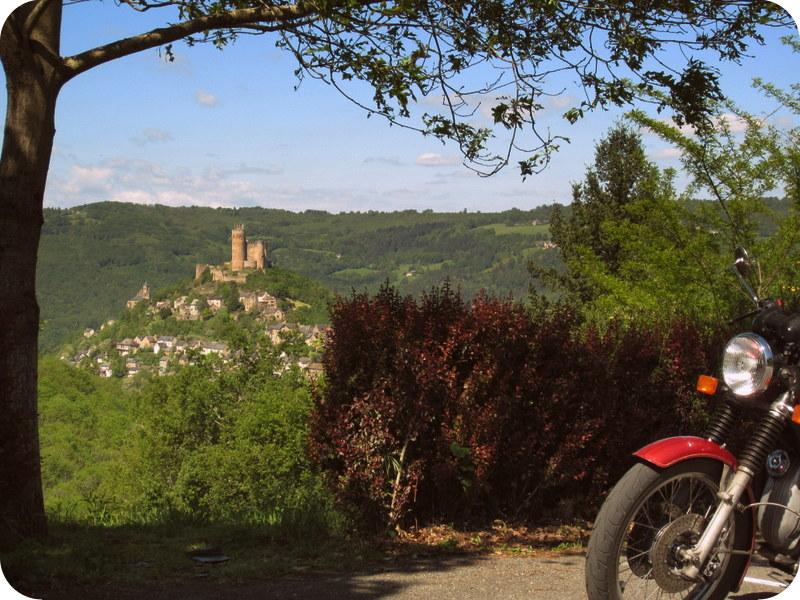 Photos de vous et de votre moto devant ....un château  - Page 12 Img_0014