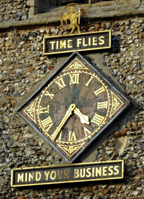 Reçu un beau diapo....Les horloges et pendules des rues..... - Page 25 Hor_0110