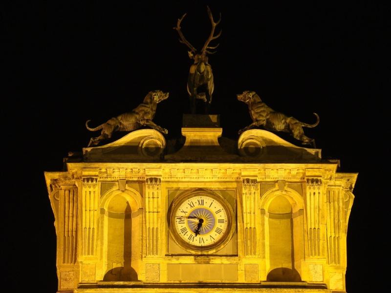 Reçu un beau diapo....Les horloges et pendules des rues..... - Page 24 Hor_ch11